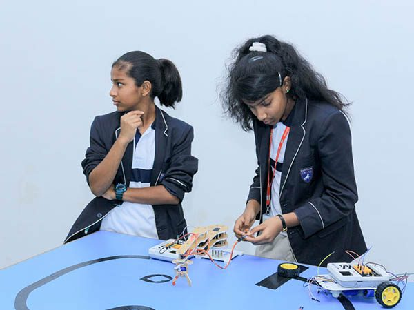 Robotics-Competition-by-STEMpedia-and-STEMians-26.jpg